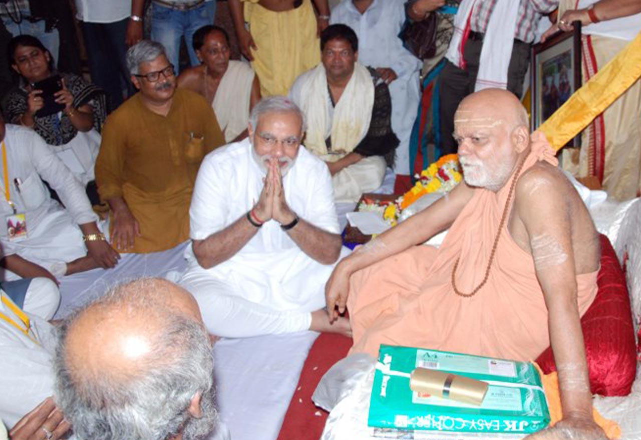 Shri Narendra Modi Receiving Blessings from His Holiness Shankaracharya During his Prime Ministerial Campaign.
